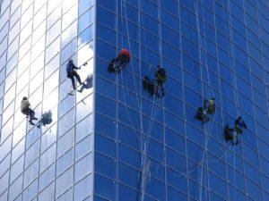 Lavagem de Vidros em Rapel - Limpezas em Altura - Limpezas com Alpinistas - Águalimpa - Limpezas de Interiores e Exteriores, Unipessoal Lda
